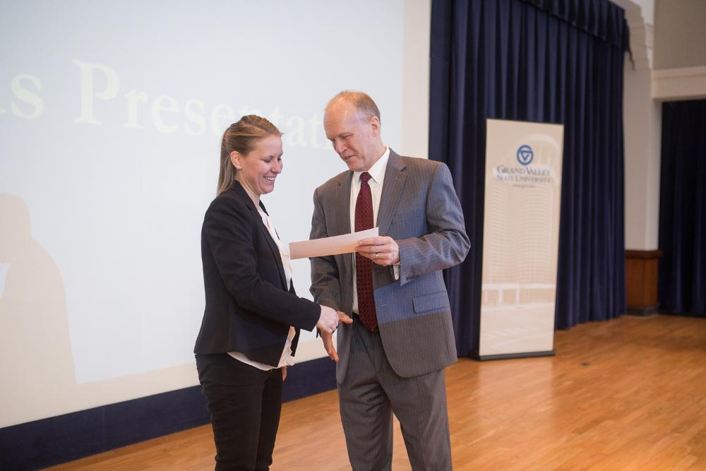 3MT First Place winner Kathryn Ellens shaking hands with the Dean of The Graduate School